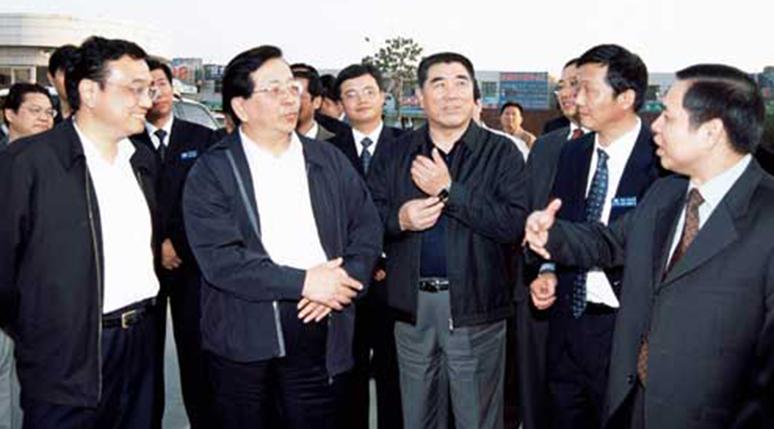 中央政治局常委、国家副主席曾庆红视察宇通
