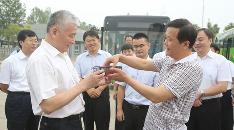 科技部党组书记王志刚调研宇通