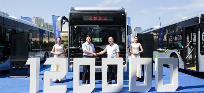宇通新能源客车销量累计突破12万辆,继续引领行业发展。