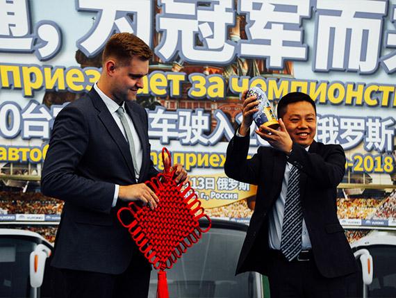 亚新体育app官网与客户互相交换礼品