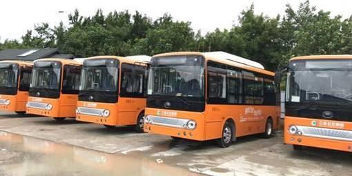 """宇通向三亚公交集团交付了25台电动车,助力打造一个""""天更蓝、水更清""""的旅游城市"""