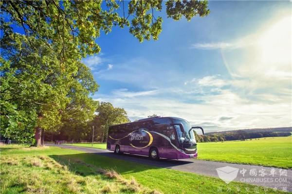 """让客车与文化""""结缘"""" 宇通中欧文化巴士之旅走进英国剑桥大学"""