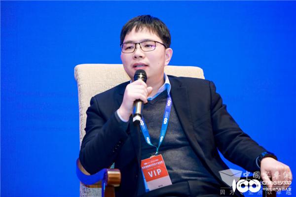 """百人会聚焦 小宇2.0亮相! """"宇通智慧""""共话智能电动汽车新时代"""