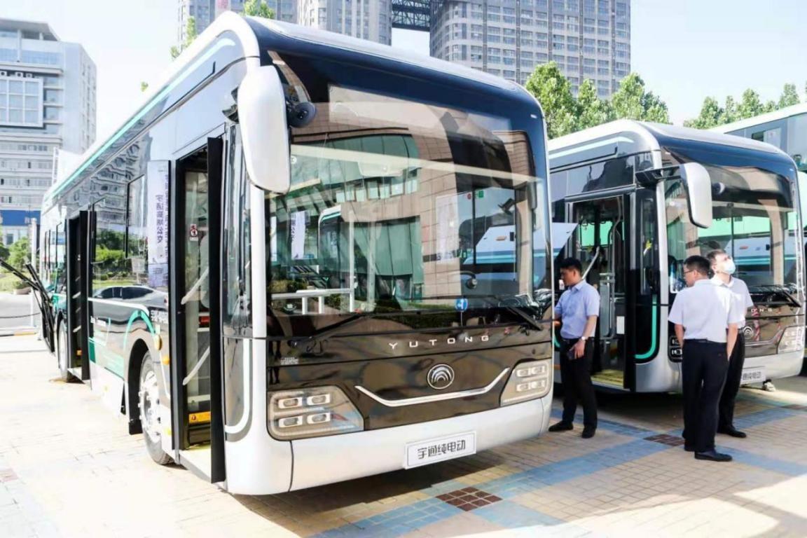 """打造公交""""三美三智"""",宇通发布高端公交宇威全系产品"""