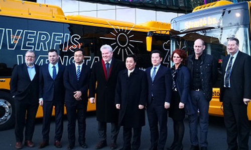 驻冰岛大使金智健出席宇通电动客车交接仪式