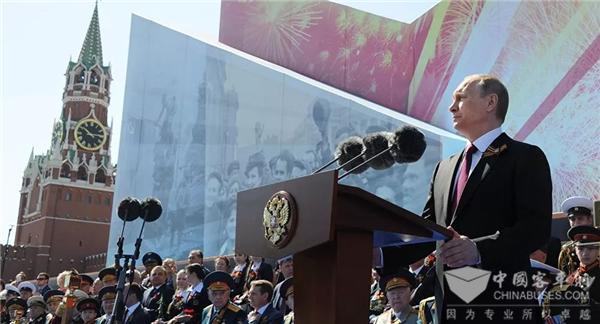 """中国制造新形象!俄罗斯卫国战争胜利74周年阅兵中的""""宇通风景"""""""