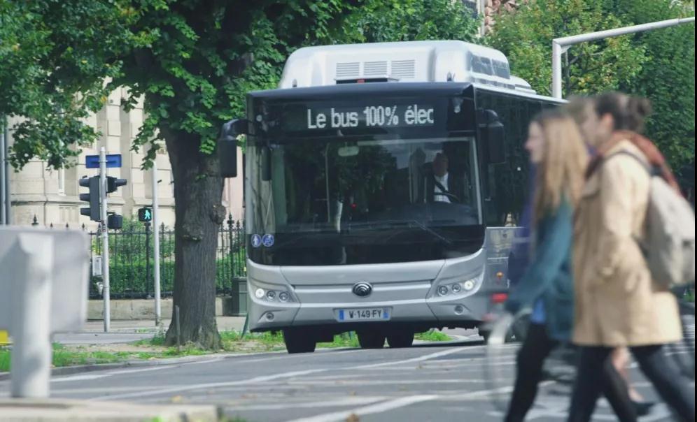 宇通纯电动客车驶入法国普罗旺斯