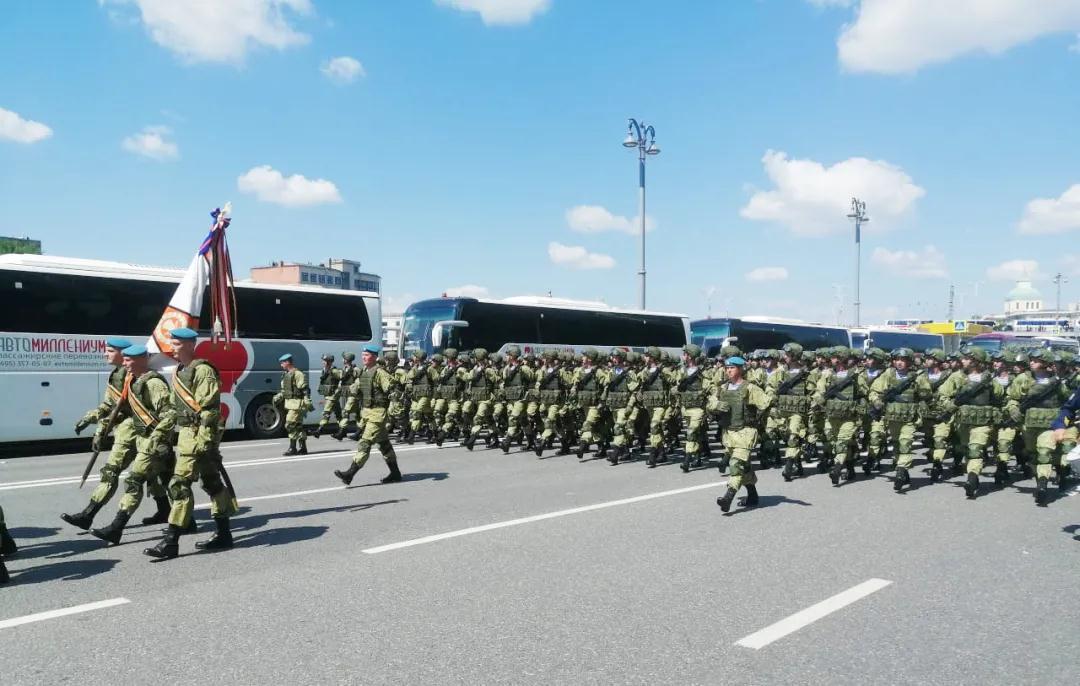 头条 | 120台宇通客车硬核护航俄罗斯卫国战争胜利75周年阅兵!