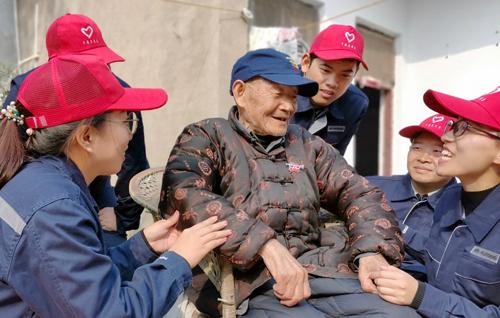 宇通志愿者看望抗战老兵
