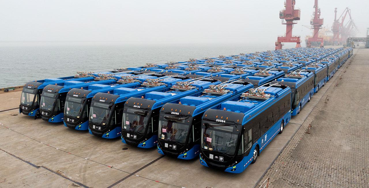 宇通出口墨西哥的130辆双源无轨电车陆续下线