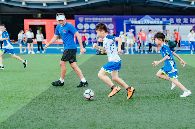 名校与足球,学霸与孩子,宇通赞助的这场世界名校足球赛真的很美好