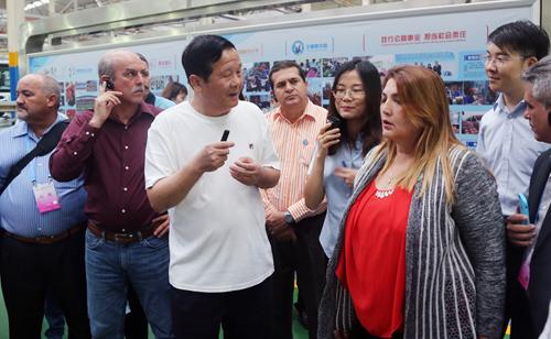 古巴共产党中央委员戴伊维考察宇通