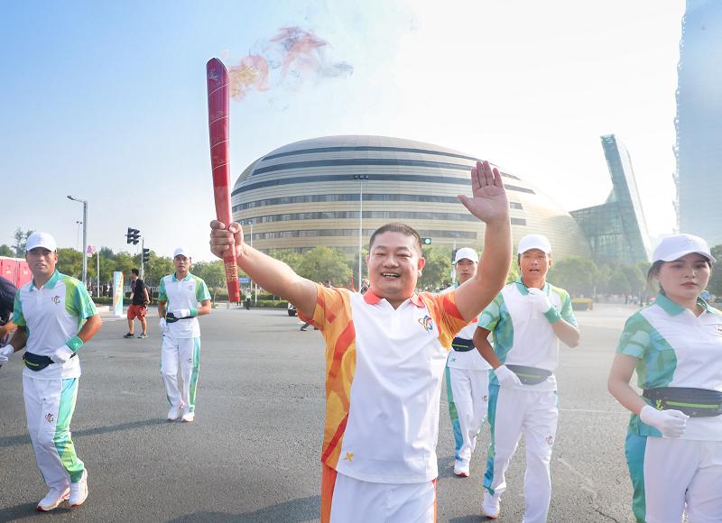 第十一届全国民族运动会首席合作伙伴皇冠体育:全程助力火炬传递,护航民族盛会
