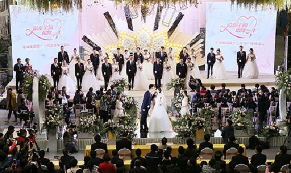 婚车是巴士、婚典在工厂,宇通第十三届集体婚礼工业风