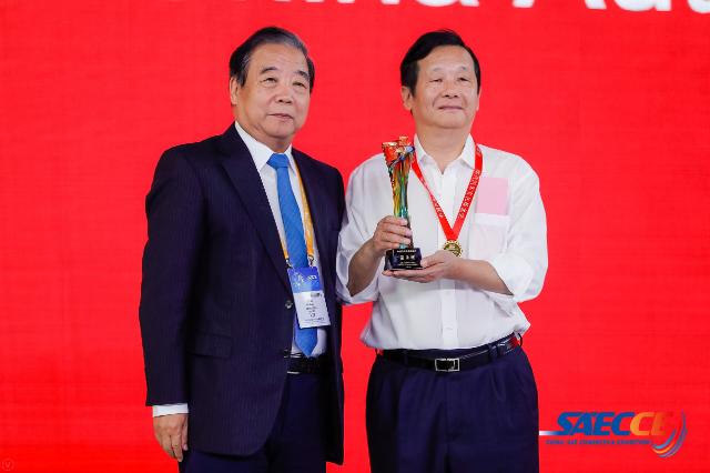 宇通汤玉祥获2019中国汽车工业饶斌奖