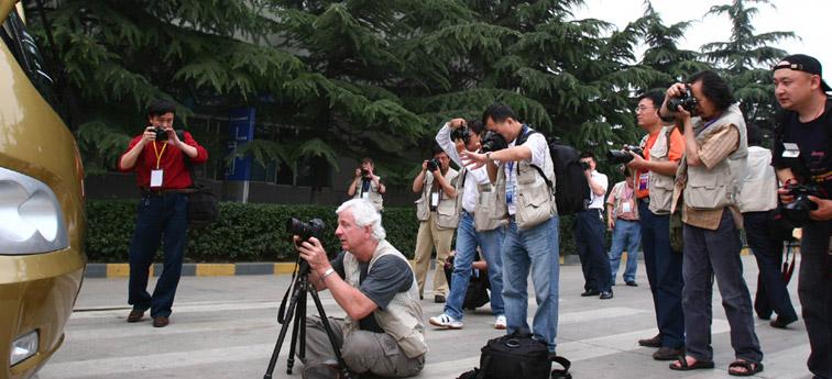 中外较有名摄影家采风宇通